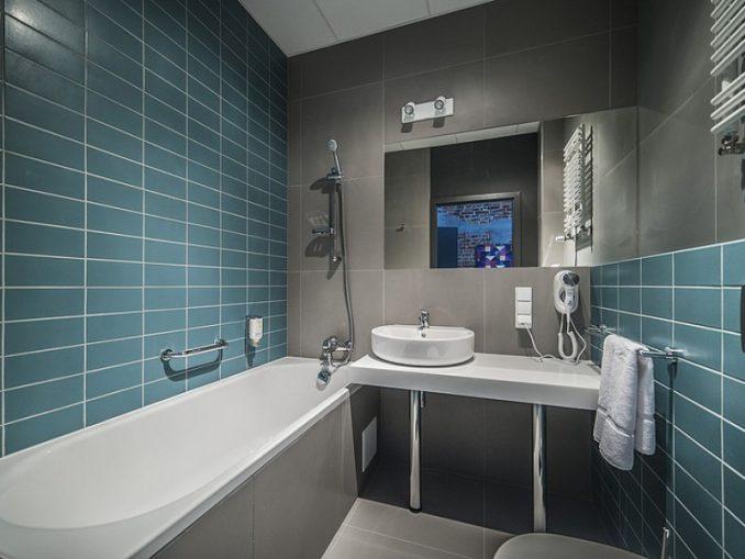 Дизайн голубой ванной комнаты