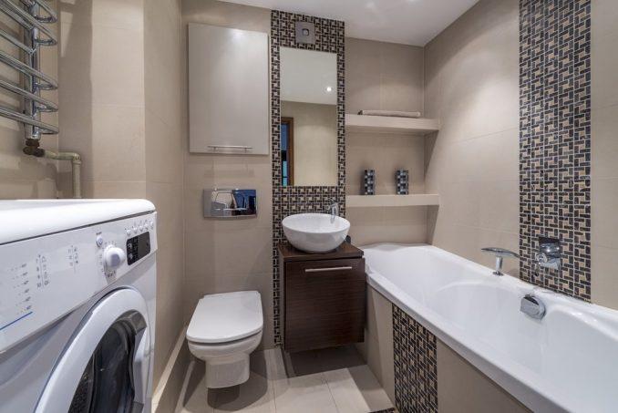 Ванная с туалетом и стиральной машинкой