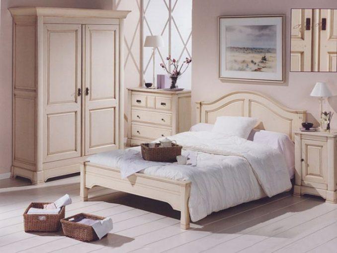 Бежевая спальня в стиле прованс