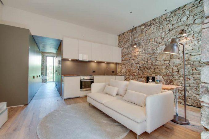 Декоративный камень в интерьере квартиры фото