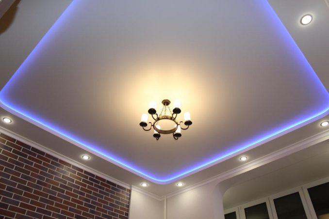 Двухуровневый потолок из гипсокартона и натяжной с подсветкой дизайн