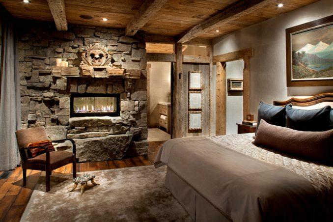 Спальня в стиле шале с декоративным камнем