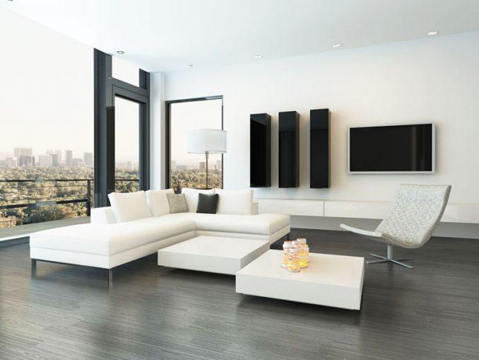 Стиль минимализм в интерьере гостиной с большими окнами