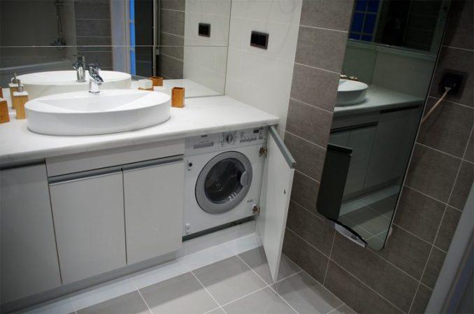 Стиральная машинка под раковиной в ванной фото