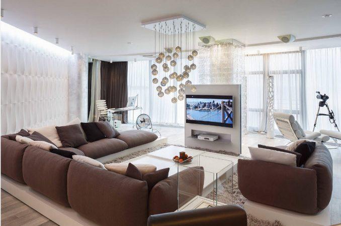 Телевизор на отдельно стоящей стене в интерьере