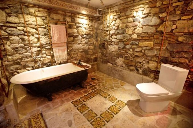 Ванная комната в диком камне
