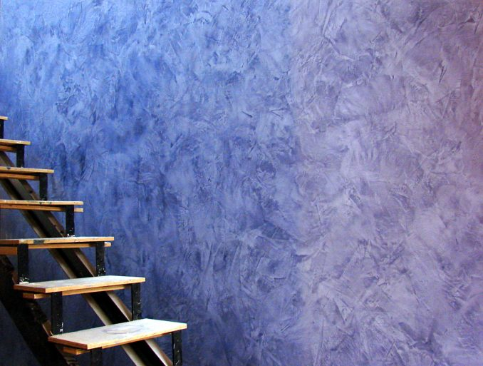 Венецианская штукатурка лестница